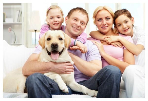 4-autoscatto-selfie-cane-famiglia-divano